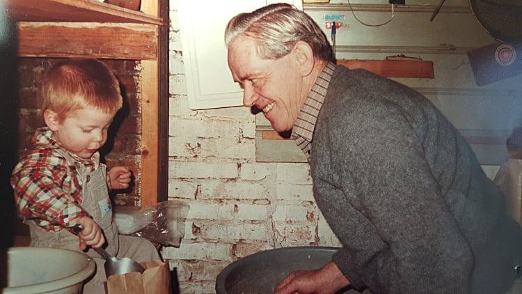 Frank Hoeben met opa
