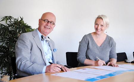 Dibevo ondertekent het manifest dat de samenwerking met MVO Nederland bekrachtigt.