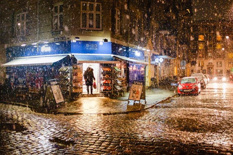 Sneeuw in de winkelstraat